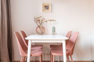 Moderne møbler i spisestue